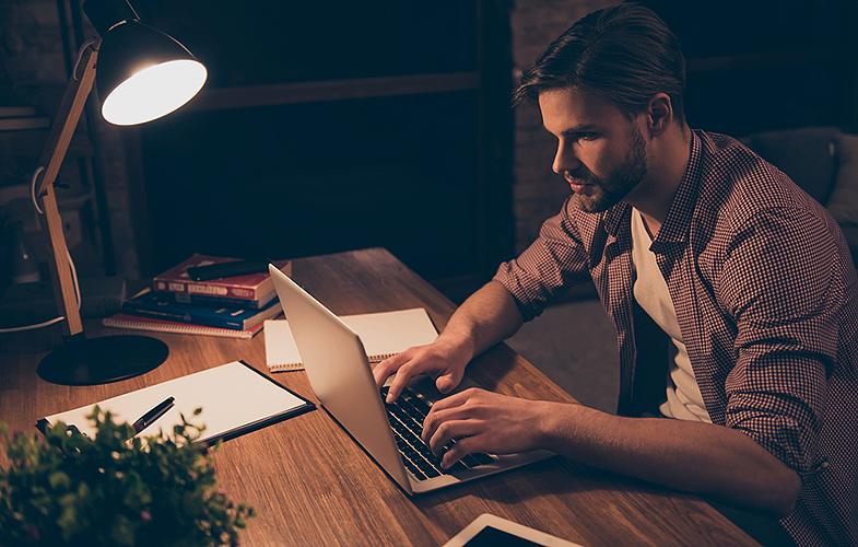 Los autónomos que trabajen en casa podrán deducirse la luz